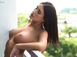 Bald Dude Gets To Fuck Hot August Ames While She Screams Noisily