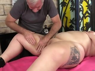 A Masseuse Turns A Rubdown Into An Orgasm Session For Bbw Calista Roxxx