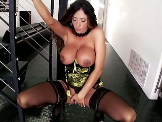 Charming Mommy With Good Assets Ariella Ferrara Exposes Her Forms