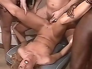 Svensk Flicka I En Group Sex.