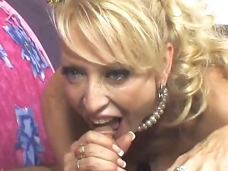 Cougar Drinks Jism After Performing A Hot Fellatio In A Sixty-nine Position